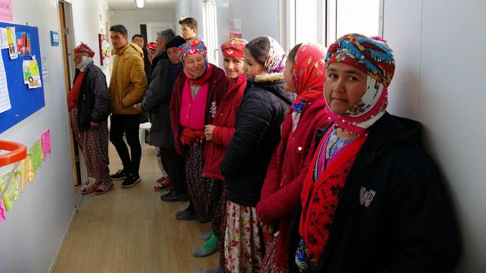 Çanakkale'nin Ayvacık ilçesinde oy kullanan yörük kadınları renkli görüntüler oluşturdu.