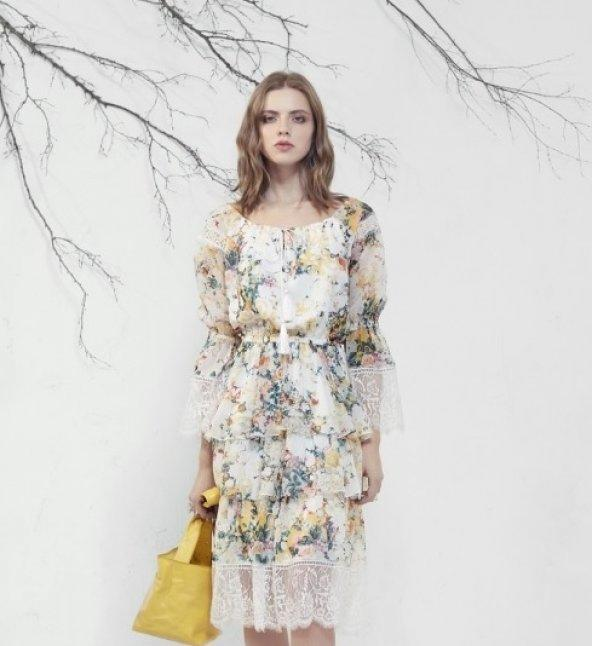 Çiçek Desenli Dantel Detaylı Beyaz Elbise