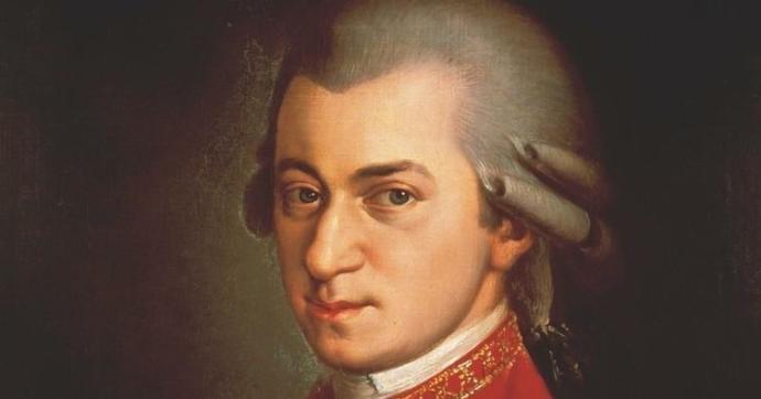 AKP'den CHP'ye Geçen Hopa'da Hoparlörlerden Mozart Çalındı