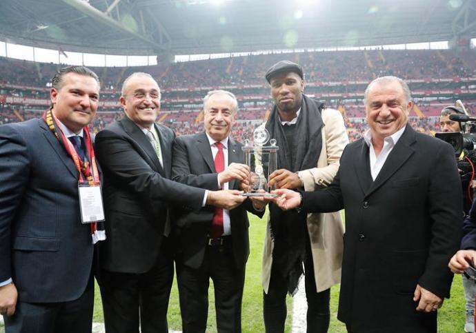 Drogba, Galatasaray'ın Malatyaspor'u 3-0 Yendiği Maçı İzledi, Fenerbahçe Derbisini Yorumladı