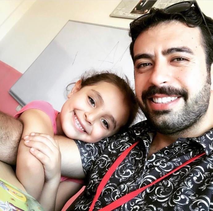 Samimiyet Kokan Bir Köy Öğretmeni: Mardinli Öğrencileriyle Karadeniz Horonu Tepen Murat Öğretmen KizlarSoruyor'da!