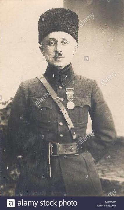 Güney Cephesi Komutanı ve bir dönemin Millî Savunma Bakanı Refet Bele.