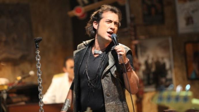 Şarkıcı Kıraç, Okullarda İngilizce Eğitime Son Verilmesi Gerektiğini Açıkladı