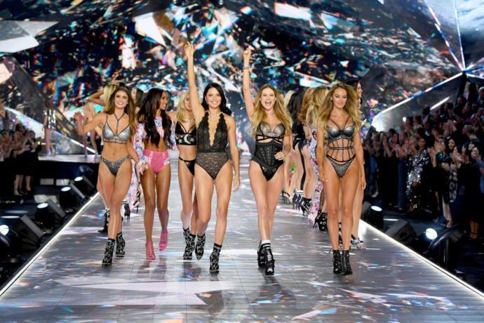 Victoria's Secret 2018 Şovunu Unutulmaz Yapan Şeyler!
