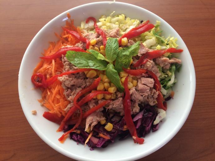 Konserve Ton Balığı İle Şipşak Salata Tarifi!