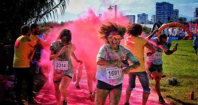'Renkli Koşu' Festivali İzmir'de Gerçekleştirildi