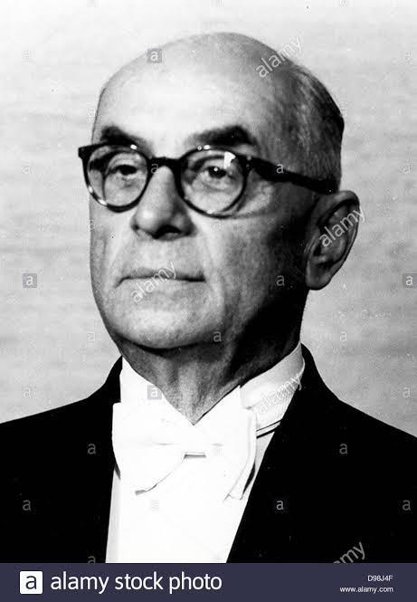 Millî Mücadele döneminde iktisat vekilliği ve Atatürk döneminin son iki yılında başvekillik yapan Celâl Bayar.
