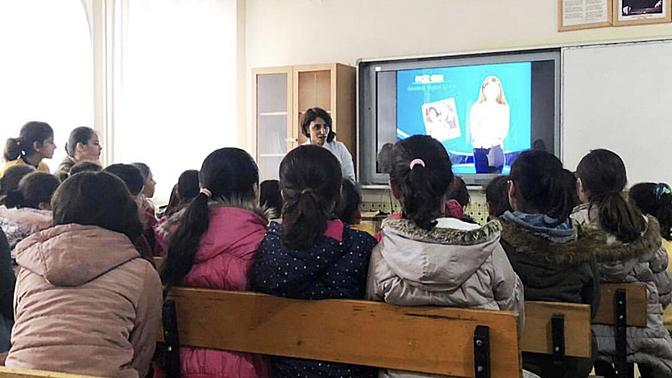 Kız Öğrencilere Tam Destek: #OkulaDevam Projesi Kapsamında Yapılan Bağışlar Mardin'de Yerine Ulaştı
