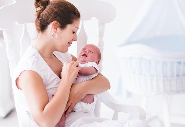 Bazı Bebekler Neden Anne Sütü Emmek İstemez?