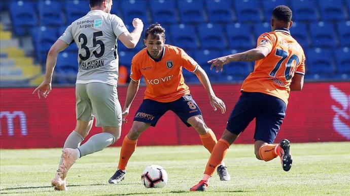 Başakşehir'den Kritik Puan Kaybı, Galatasaray İle Puan Farkı 3'e İndi