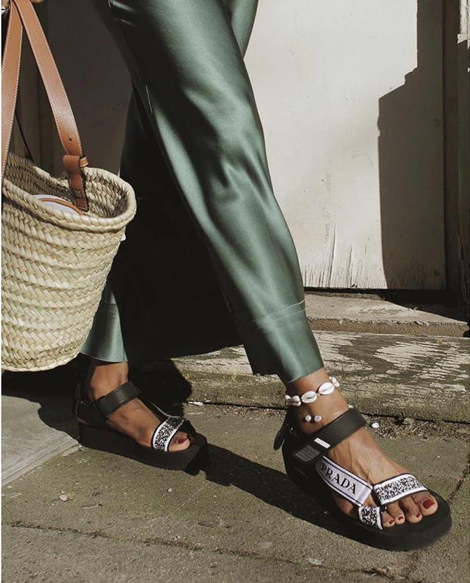 Acilen Dolabınıza Taşımanız Gereken Yazlık Ayakkabılar!