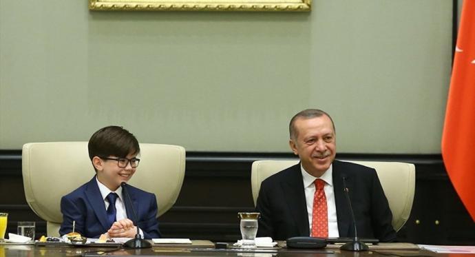 Erdoğan, Çocuklarla Şarkı Söyledi