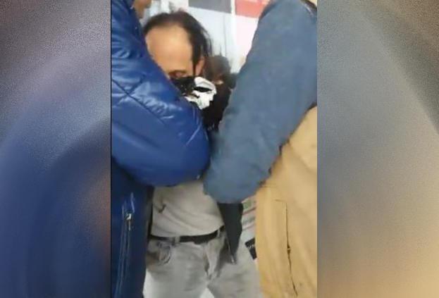 Metrobüste Taciz! (Pantolonu Islanan Adam Videoya Çekildi, Tacizci Tutuklandı)
