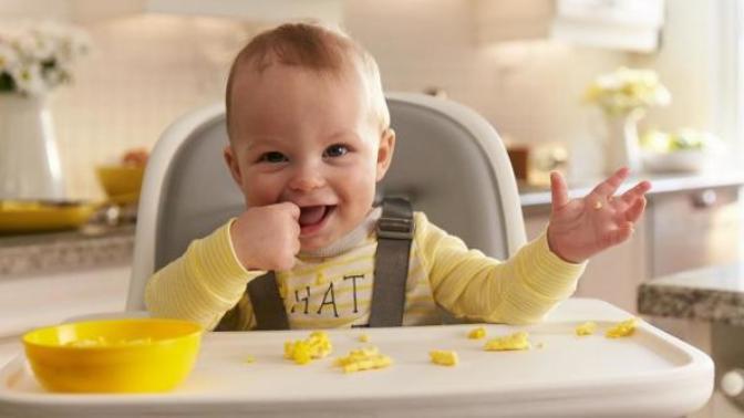 Bebeklerde 6 Ay Sonrası Ek Gıdaya Geçiş Serüveni