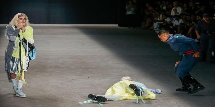 Brezilyalı Manken Podyumda Hayatını Kaybetti