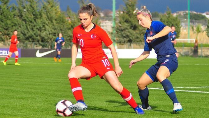Kadın Futbolcuların Zeki Çalımlarla Ön Yargıları Yıktığını Kanıtlayan 6 Şey