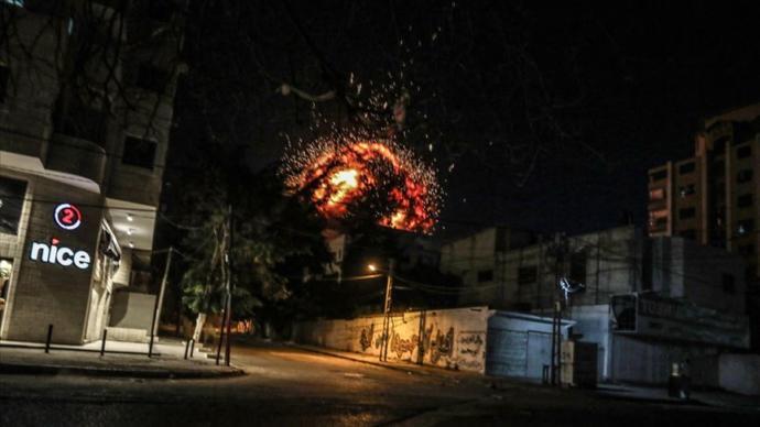 İsrail, Gazze'de Anadolu Ajansı'nın Ofisinin de Bulunduğu Binayı Vurdu