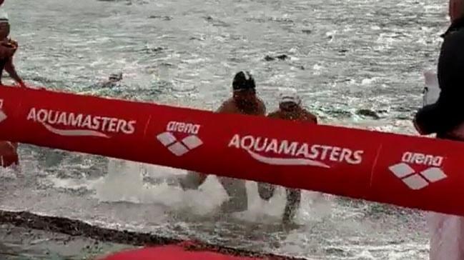 Eski Milli Yüzücü Tolga Öcal'ın Bitişte İtip Düşürdüğü Seyfi Diker Şampiyon İlan Edildi (Aquamasters)