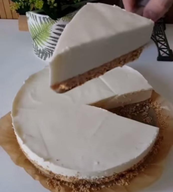Görünüşü Kadar Tadı da Güzel Bir Tatlı: Karamel Soslu Cheesecake Tarifi