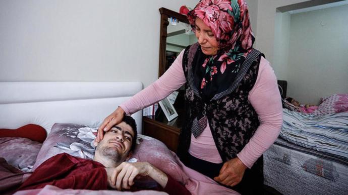 İşte Yılın Annesi: Şahine Kınacı (Doğuştan Bedensel Engelli 3 Çocuğuna Bakıyor)