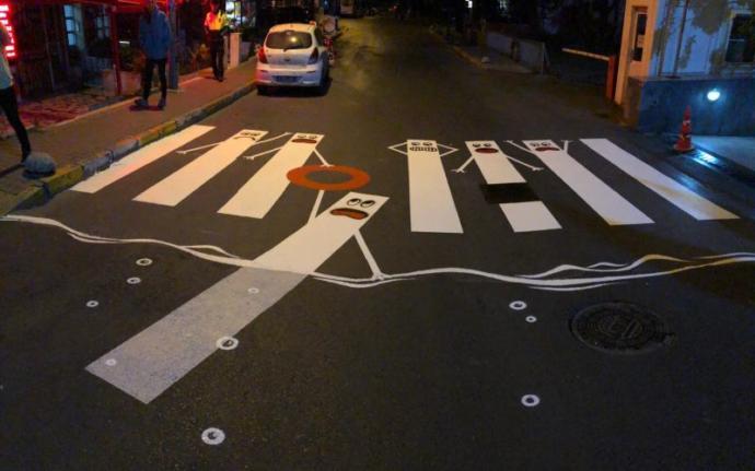 İçişleri Bakanlığı Trafik Haftası Nedeniyle Yollara Grafiti Çizdi: Hedef! Yolda ⭕'sıfır' Can Kaybı