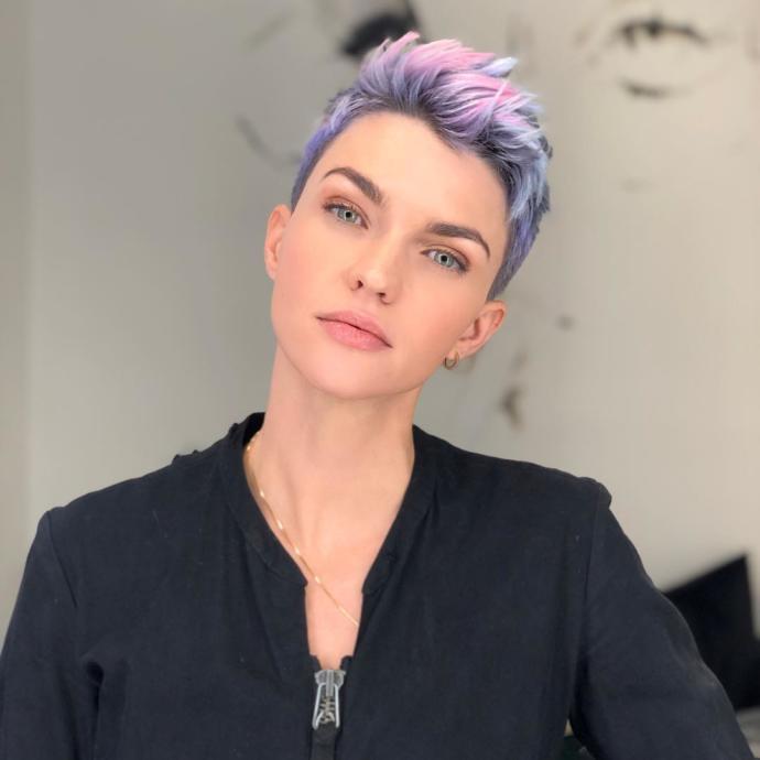 Cardi B Başlattı Kylie Jenner Devam Ettirdi: Lila Renginin Güzelliğini Saçlarında Denemek İsteyenlere 7 Ton Önerisi!