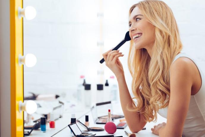 Kızların Makyajına ve Bakımına Pratiklik Sağlayacak Aparatlar
