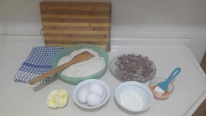 İftar Sofranız İçin Hamuru Çıtır, Kokusu Mis Kavurmalı Ve Yumurtalı Pide!