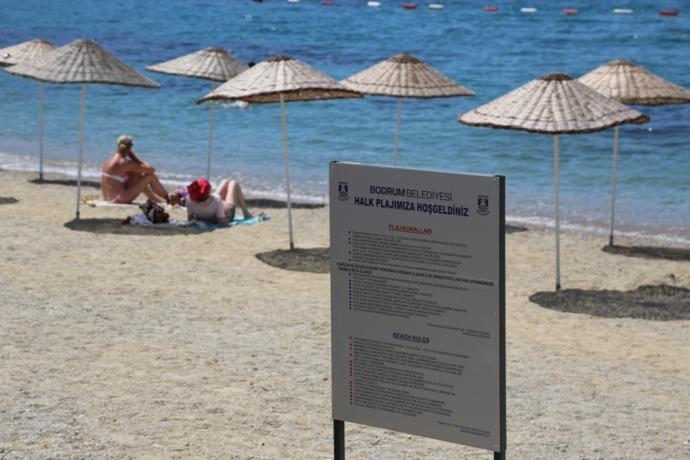 Bu Yaz Bodrum'daki Halk Plajlarında Plastik Şezlonglar Kullanılmayacak