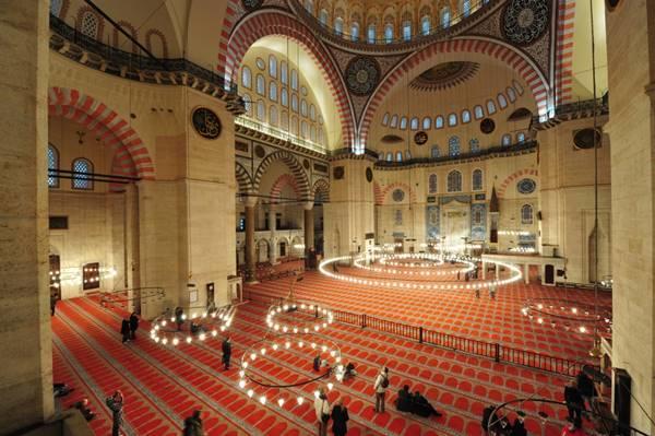 Tarihin ve Kültürün Taşıyıcıları: İstanbul'un Camileri