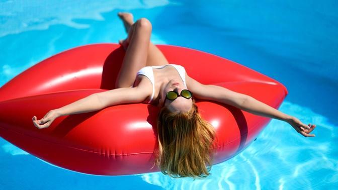 Tatil Moduna Hazır Kızlar İçin Yaz Güneşi Kadar Işıltılı 7 Taktik