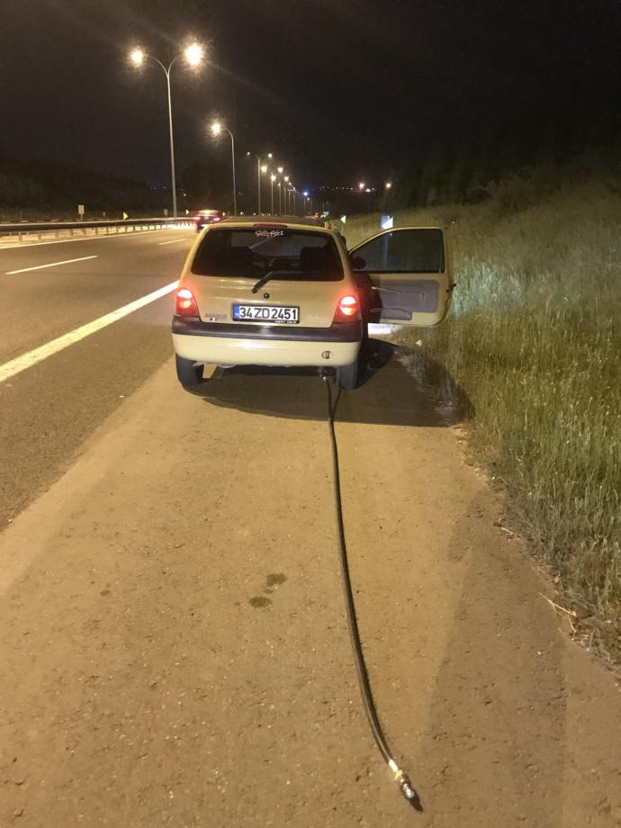 Aracının Arkasında Unutulan Gaz Hortumuyla 40 Km Yol Aldı!