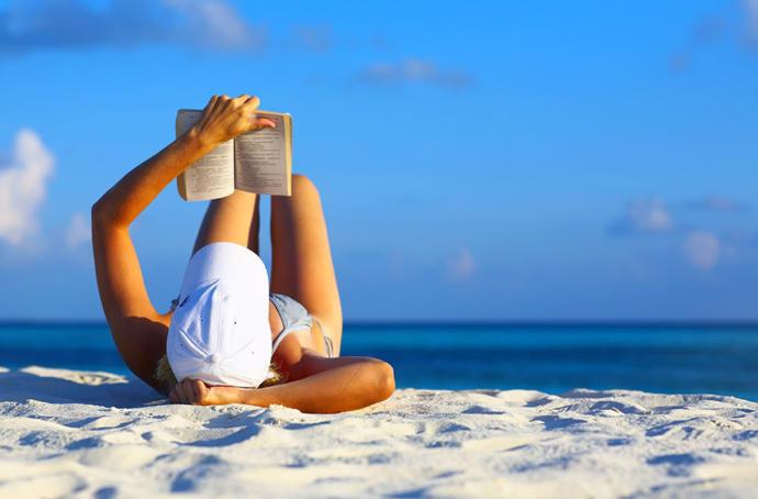 Tatilini Kitap Okuyarak Değerlendirmek İsteyenlere Bir Solukta Okunabilecek Kitap Önerileri