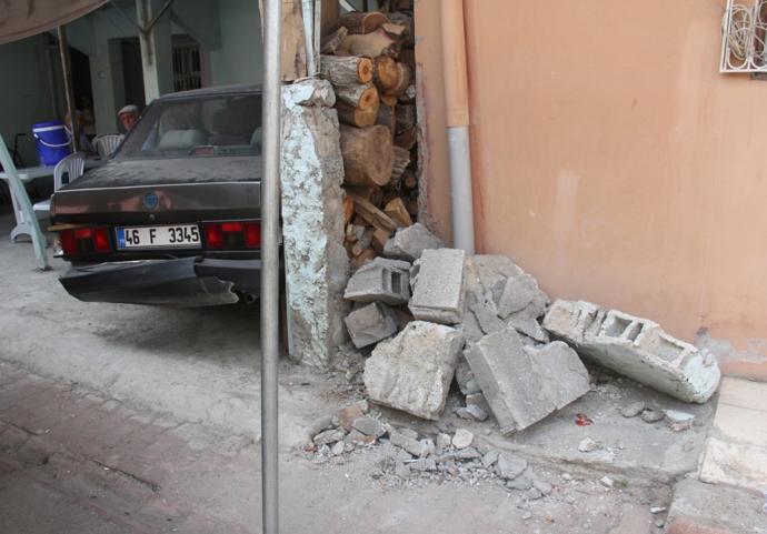 Fren Yerine Gaza Basan Ehliyetsiz Kadın Sürücü İki Kişinin Ölümüne Neden Oldu!