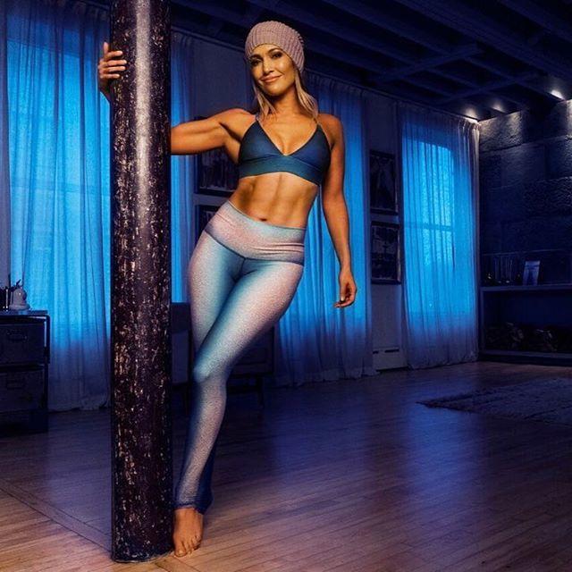 Jennifer Lopez (49 Yaşında)