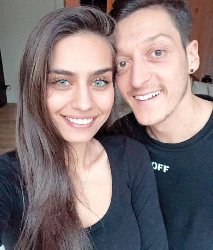 Bu Akşam Evlenecek Olan Mesut Özil, 16 Bin İhtiyaç Sahibine Yemek Verdi