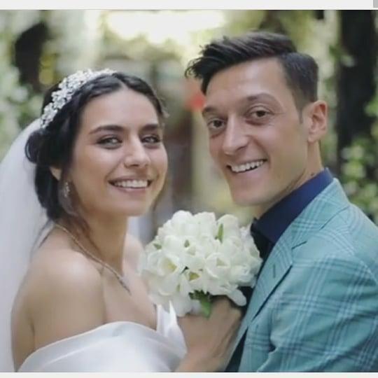 Dünyaca Ünlü Türk Futbolcu Mesut Özil Evlendi İşte Özel Görüntüler!