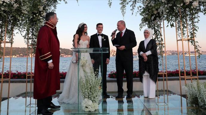 Mesut Özil ile Amine Gülşe Evlendi, Cumhurbaşkanı Erdoğan Nikah Şahidi Oldu