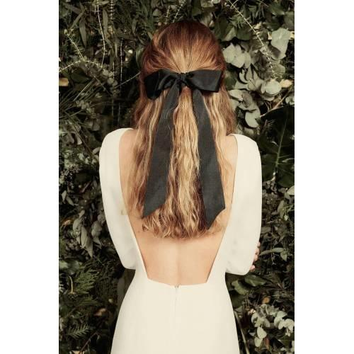4. Saçlarınızı Çekicilikte Nirvanaya Ulaştıracak Bir Toka