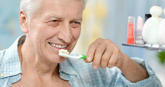 Diş Fırçalamak Alzheimer'ı Bile Önlemeye Yardımcı Oluyor