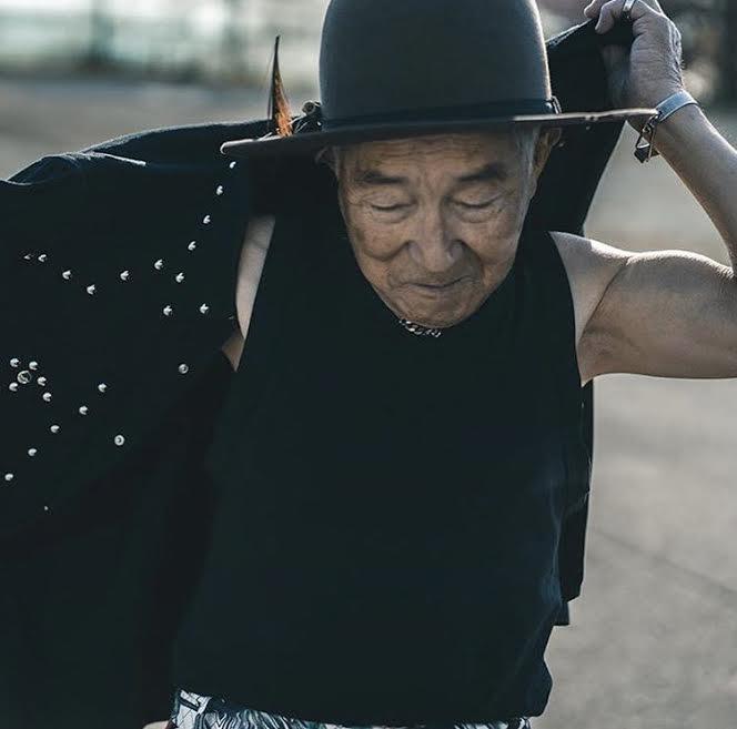 İyi Giyinmenin Yaşı Yok: Moda İkonu Tetsuya Dededen Stil İlhamı!