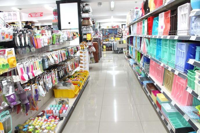 Günümüzde birçok ürünün hammaddesi, parçası, ambalajı olarak; petrol ürünleri, kağıt, cam vb. maddeler kullanılıyor.