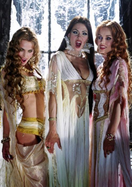 Gelmiş Geçmiş En Seksi Kadın Vampirler