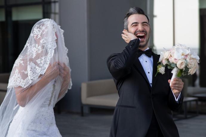 Yok Böyle Şaka! Damat, Erkek Gelini Görünce Gülme Krizine Girdi! (Video Haber)