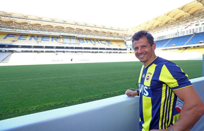 Emre Belözoğlu, Fenerbahçe ile 1 Yıllık Sözleşme İmzaladı