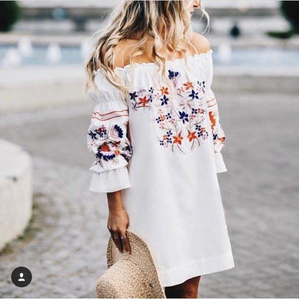 Omzu Açık Beyaz Elbise