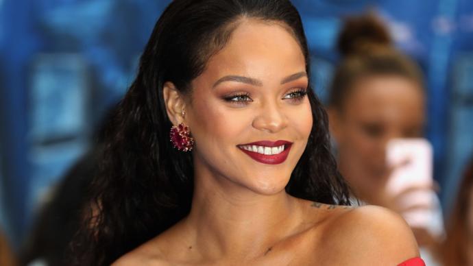 Gülüşleriyle İç Gıcıklatan İnci Dişli Kadın Ünlüler