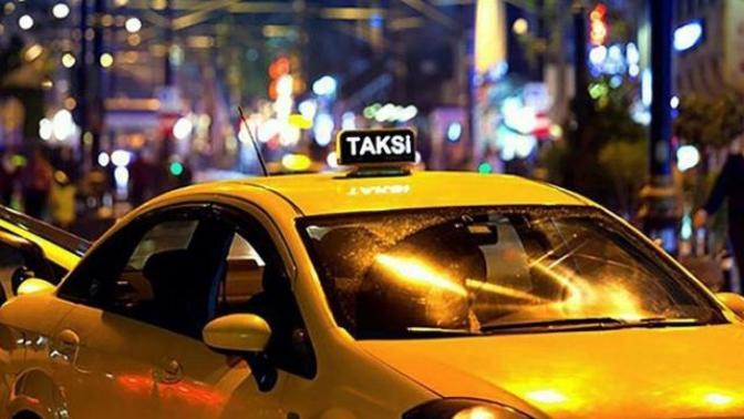 İstanbul'da Taksiye Binen Kadın, Kısa Mesafeye Gitmek İstemeyen Sürücü Tarafından Araçtan İndirilmek İstendi! (Video Haber)
