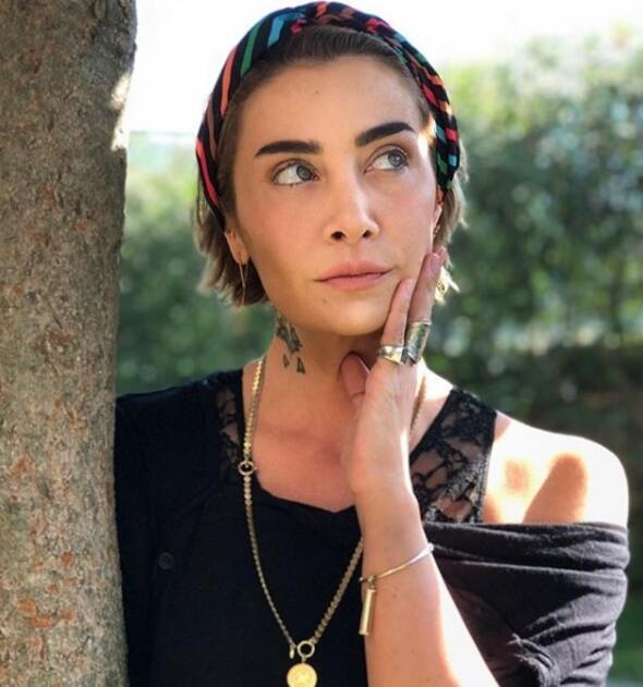 Yaz Aksesuarlarının Başında Gelen Bandanayı En İyi Taşıyan 8 Ünlü Güzel!