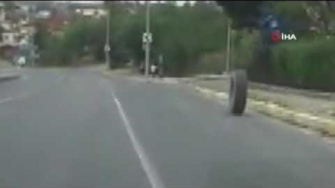 İnanılmaz Olay! Kamyondan Fırlayan Lastik Kaldırımda Yürüyen Çocuğa Çarptı
